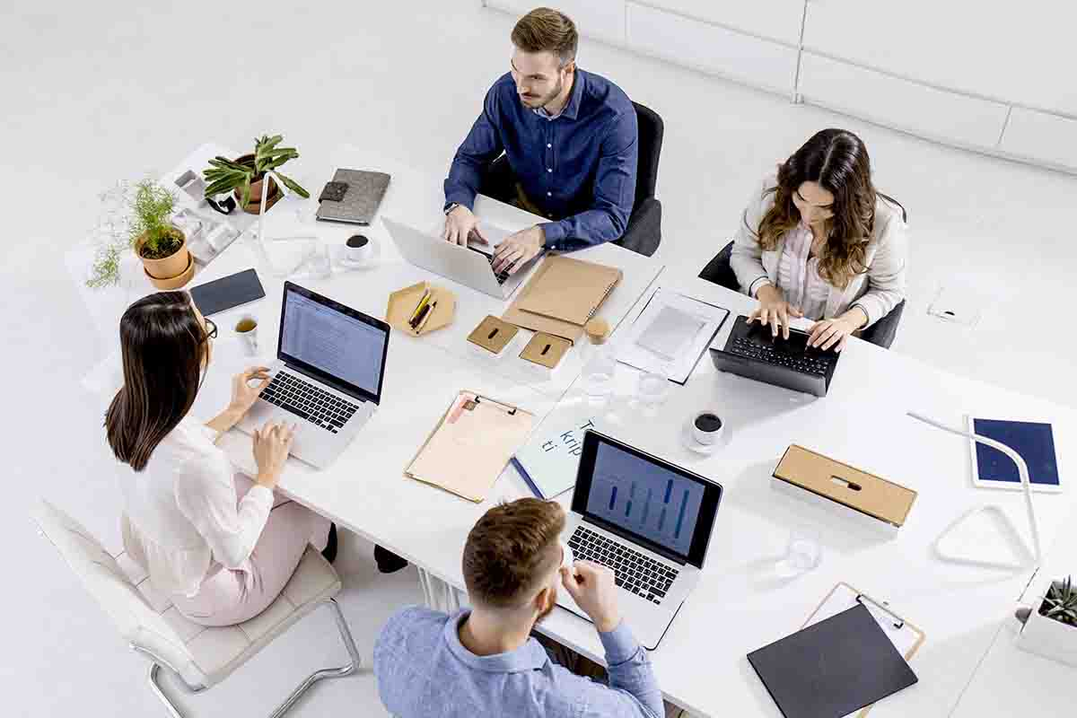 Use large desks to boost teamwork