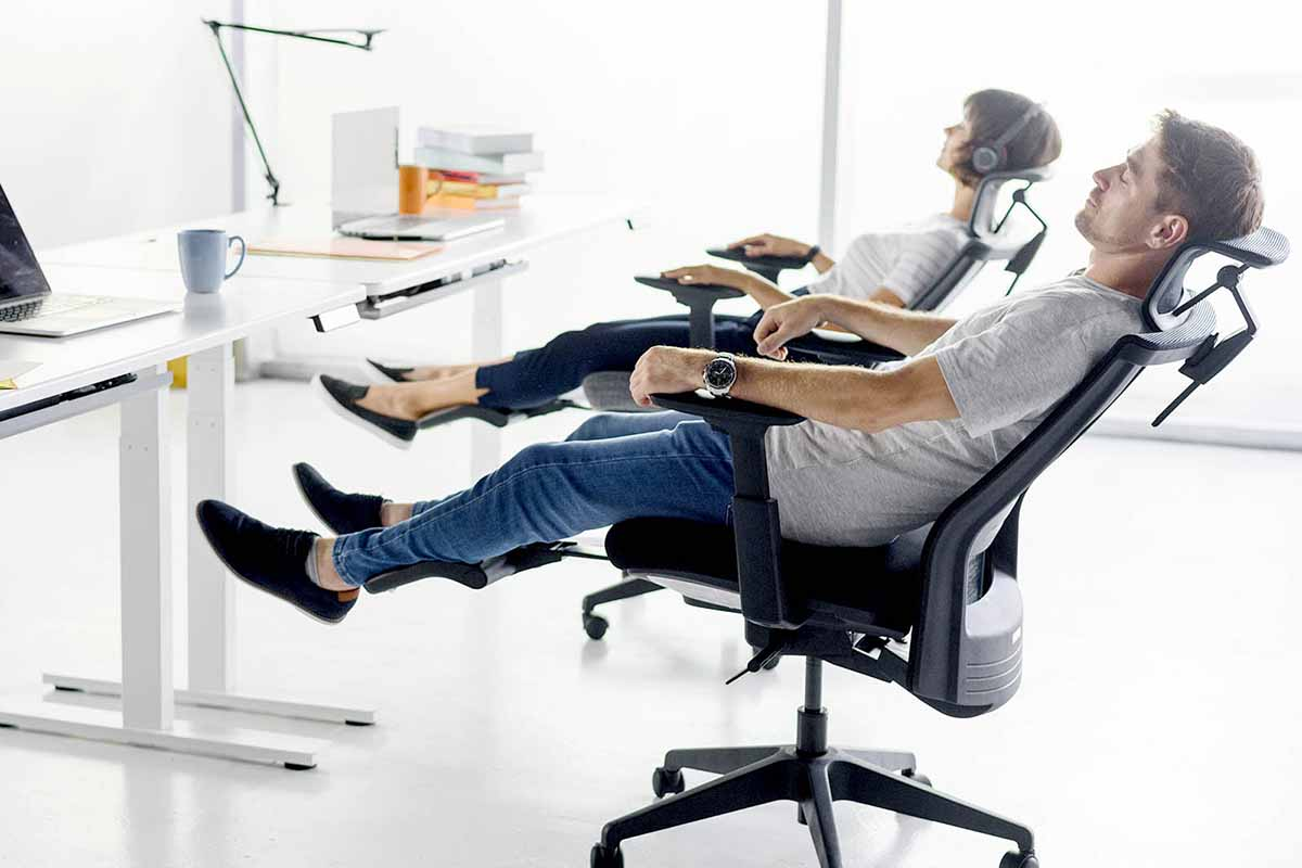 How to sleep correctly in an office chair